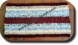 Alfombra a crochet tejida con tela