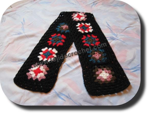 Bufanda con flores tejida a crochet