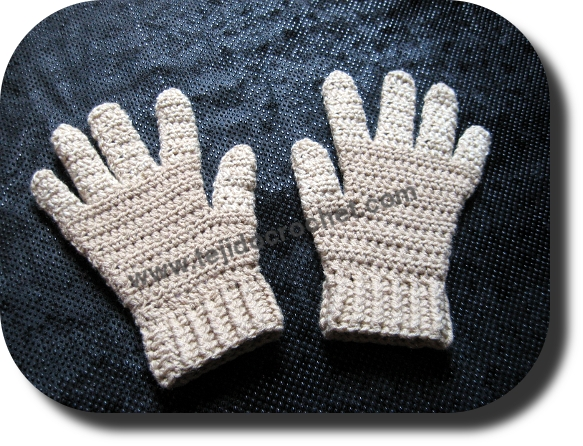 Guantes color beige en crochet