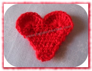Mini corazon tejido a crochet