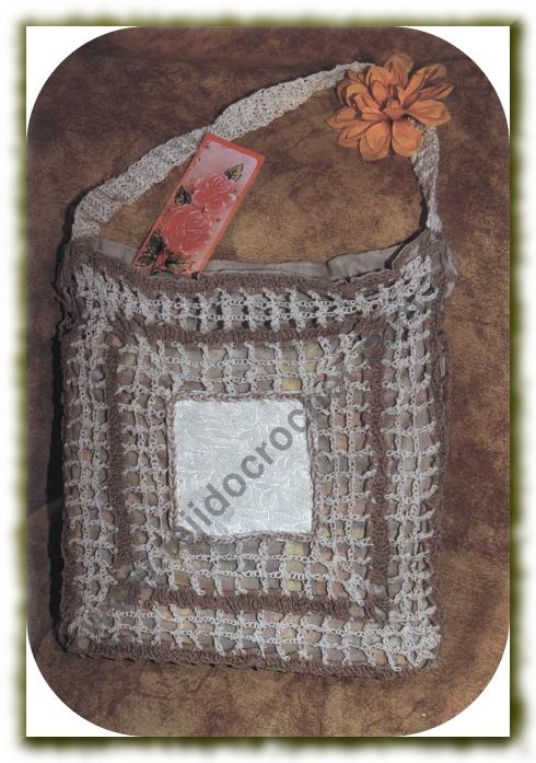 Bolso crudo y beige a crochet
