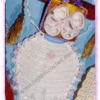 Babero y sandalias a crochet